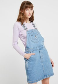 Ragged Jeans - DUNGAREE DRESS - Denimové šaty - light blue - 0