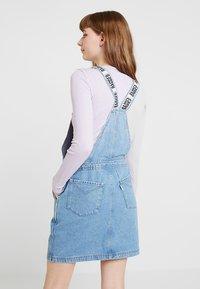 Ragged Jeans - DUNGAREE DRESS - Denimové šaty - light blue - 3