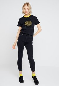 Ragged Jeans - EMBROIDED RINGER - T-shirt imprimé - black - 1