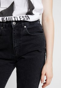 Ragged Jeans - BUTT CUT - Jeansy Relaxed Fit - charcoal - 3