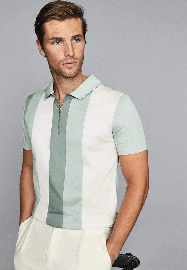 OWEN - Poloshirt - green