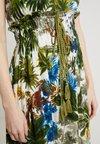 Derhy - FEMININE ROBE - Robe longue - kaki