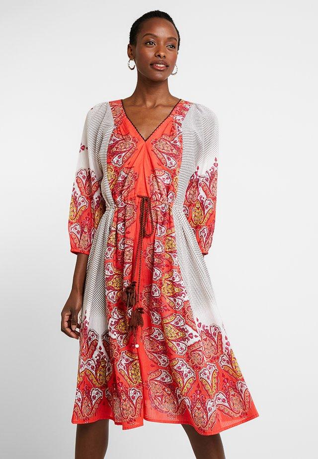 FLOCON ROBE - Korte jurk - off whitered