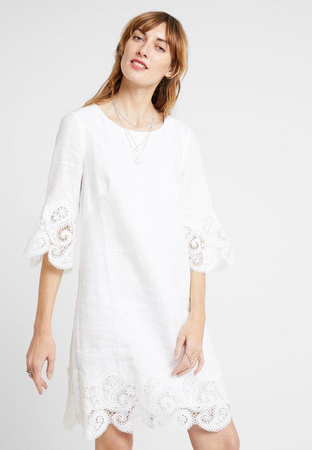 EGIDE ROBE - Freizeitkleid - white