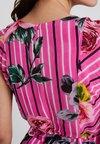 Derhy - FRIMAS - Vestito lungo - rose/nude