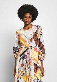 Derhy - CABOTEUR - Korte jurk - yellow - 5