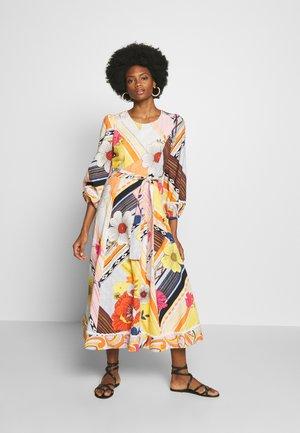 CABOTEUR - Denní šaty - yellow