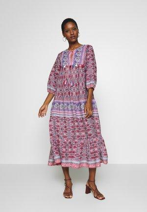 CALIXTE - Długa sukienka - rose/nude