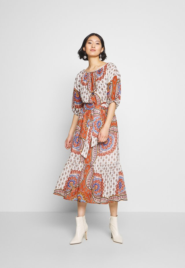 CABANON - Day dress - rust