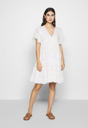ACCRU - Vestito lungo - white