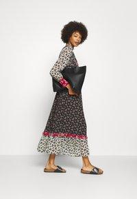 Derhy - ENCART ROBE - Długa sukienka - multi coloured - 1