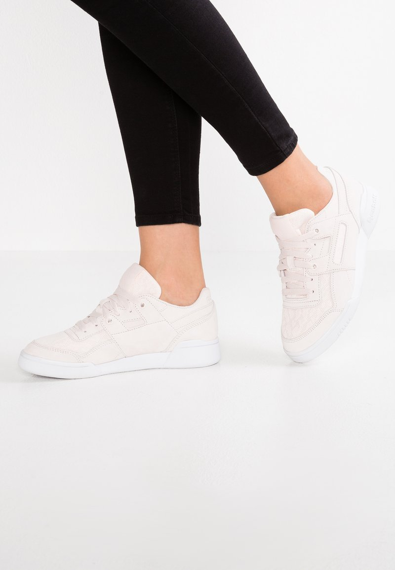 Reebok Classic - PLUS COLD - Sneakers laag - pale pink/white