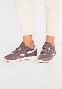 Reebok Classic - CLASSIC NYLON - Sneakers basse - almost grey/pale pink - 0