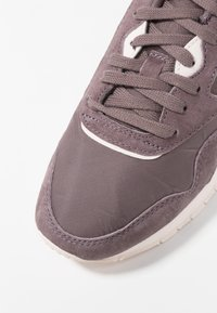 Reebok Classic - CLASSIC NYLON - Sneakers basse - almost grey/pale pink - 2
