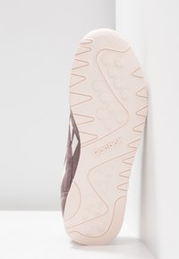 Reebok Classic - CLASSIC NYLON - Sneakers basse - almost grey/pale pink - 6