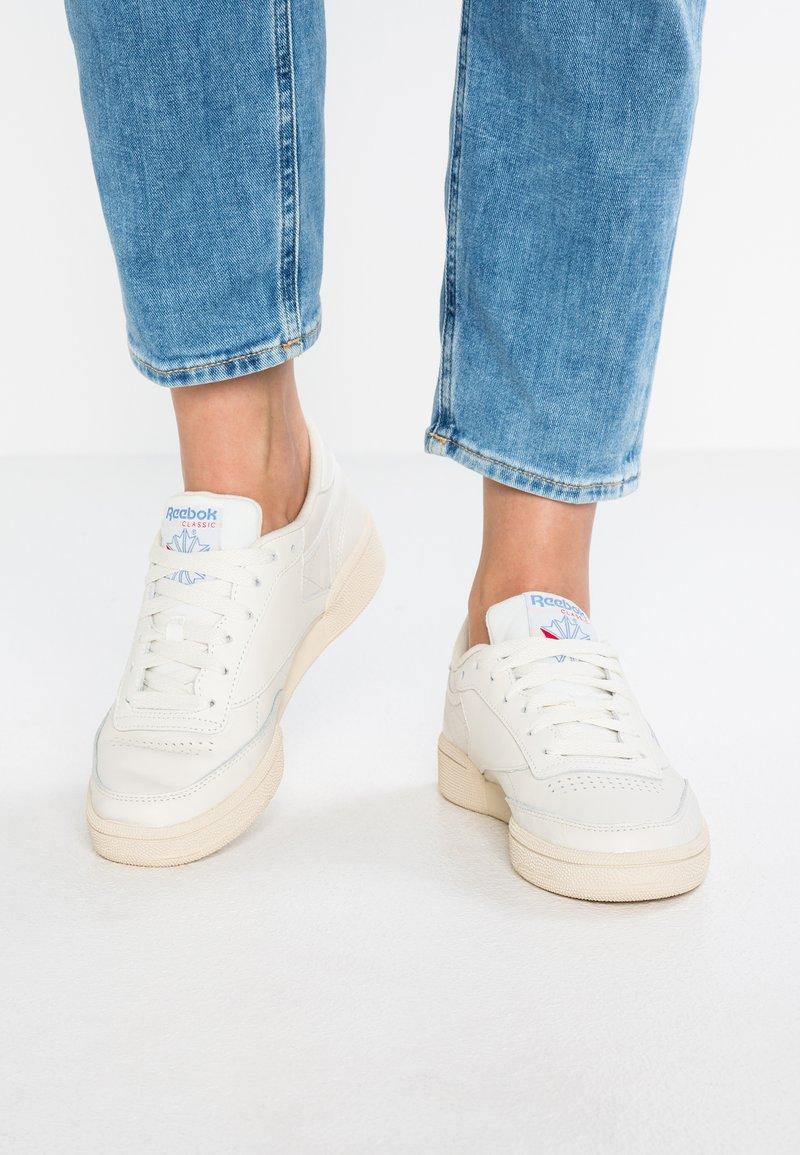 Reebok Classic - CLUB C 85 - Sneakersy niskie - chalk/paper white/blue