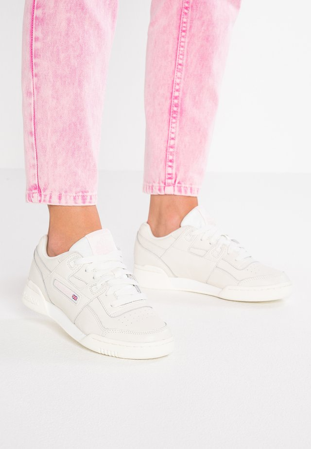 WORKOUT PLUS VINTAGE - Sneaker low - white/practical pink