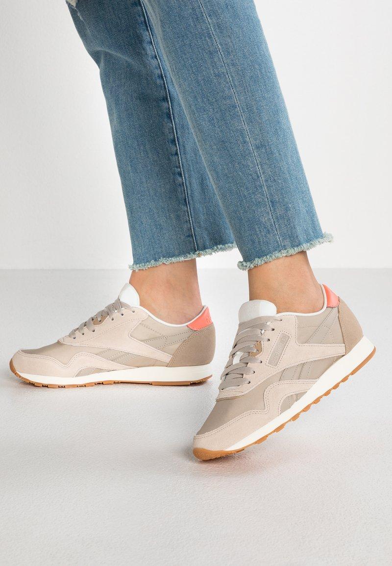 Reebok Classic - Sneakersy niskie - light sand/sand beige