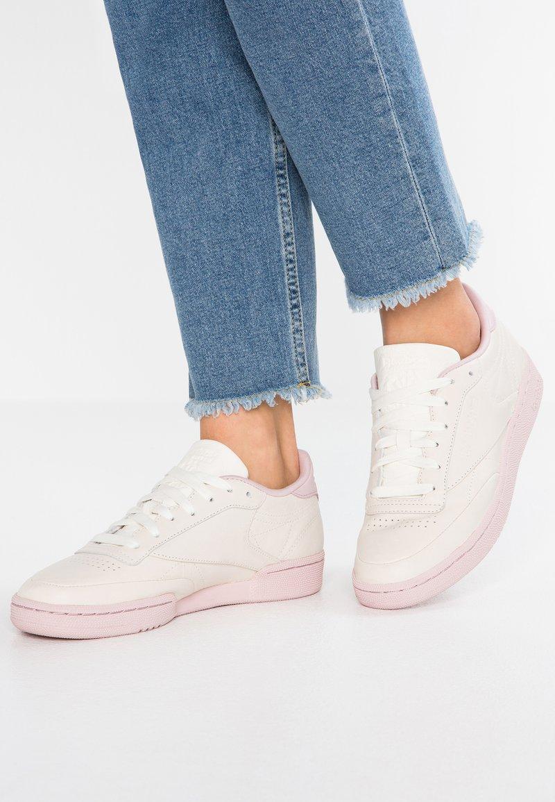 Reebok Classic - CLUB  - Sneaker low - chalk/lilac/fierce go