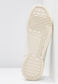 Reebok Classic - WORKOUT PLUS - Trainers - chalk/paper white/green - 6