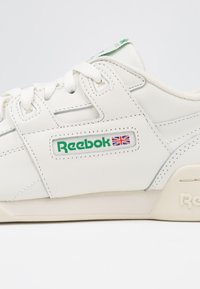Reebok Classic - WORKOUT PLUS - Trainers - chalk/paper white/green - 2