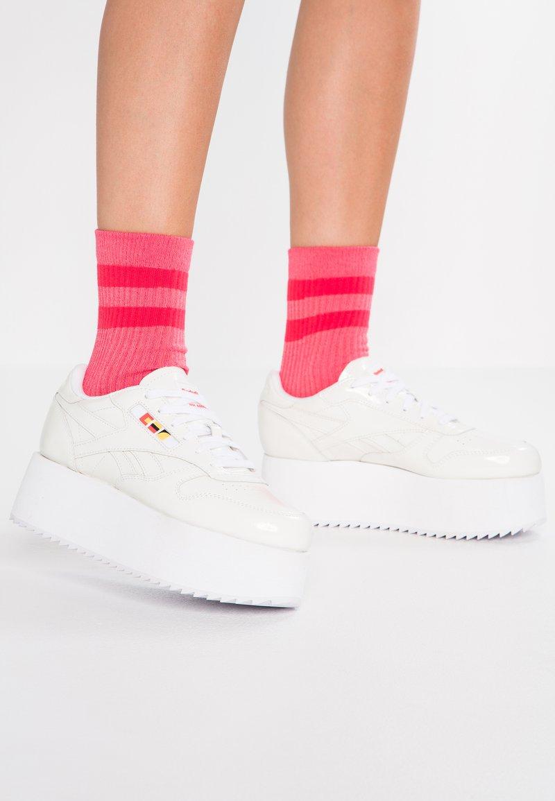 Reebok Classic - GIGI - Zapatillas - white/neon red/black