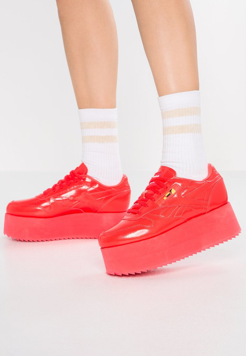 Reebok Classic - GIGI - Sneakers - neon red/white