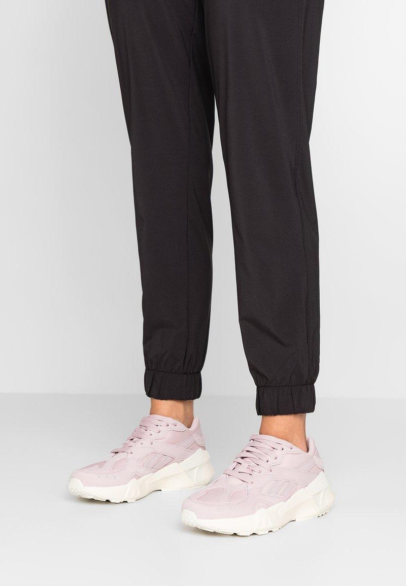 Reebok Classic - AZTREK - Sneaker low - ashen lilac/paper white