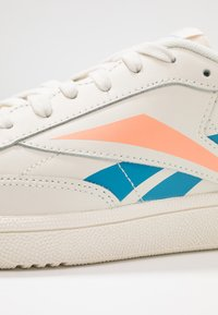 Reebok Classic - CLUB C 85 LIGHT LEATHER UPPER SHOES - Sneakers laag - chalk/cyan/sunglow - 6