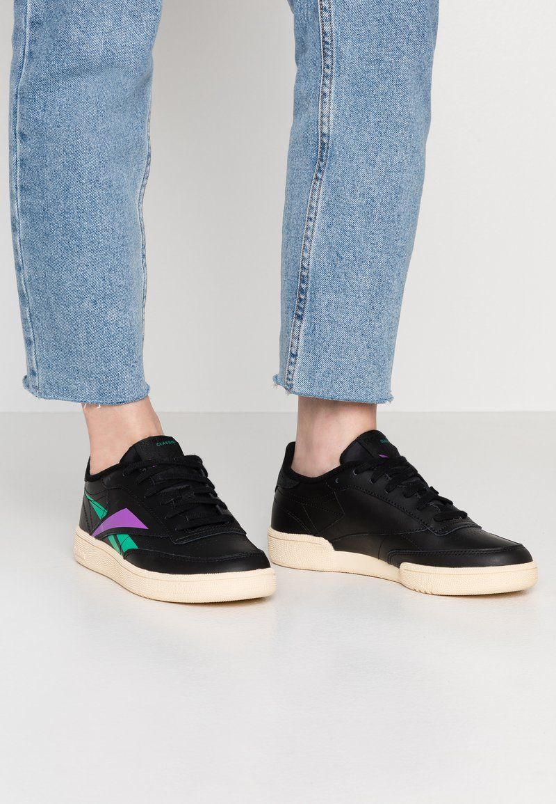 Reebok Classic - CLUB C 85 LIGHT LEATHER UPPER SHOES - Sneaker low - black/emerald/grape