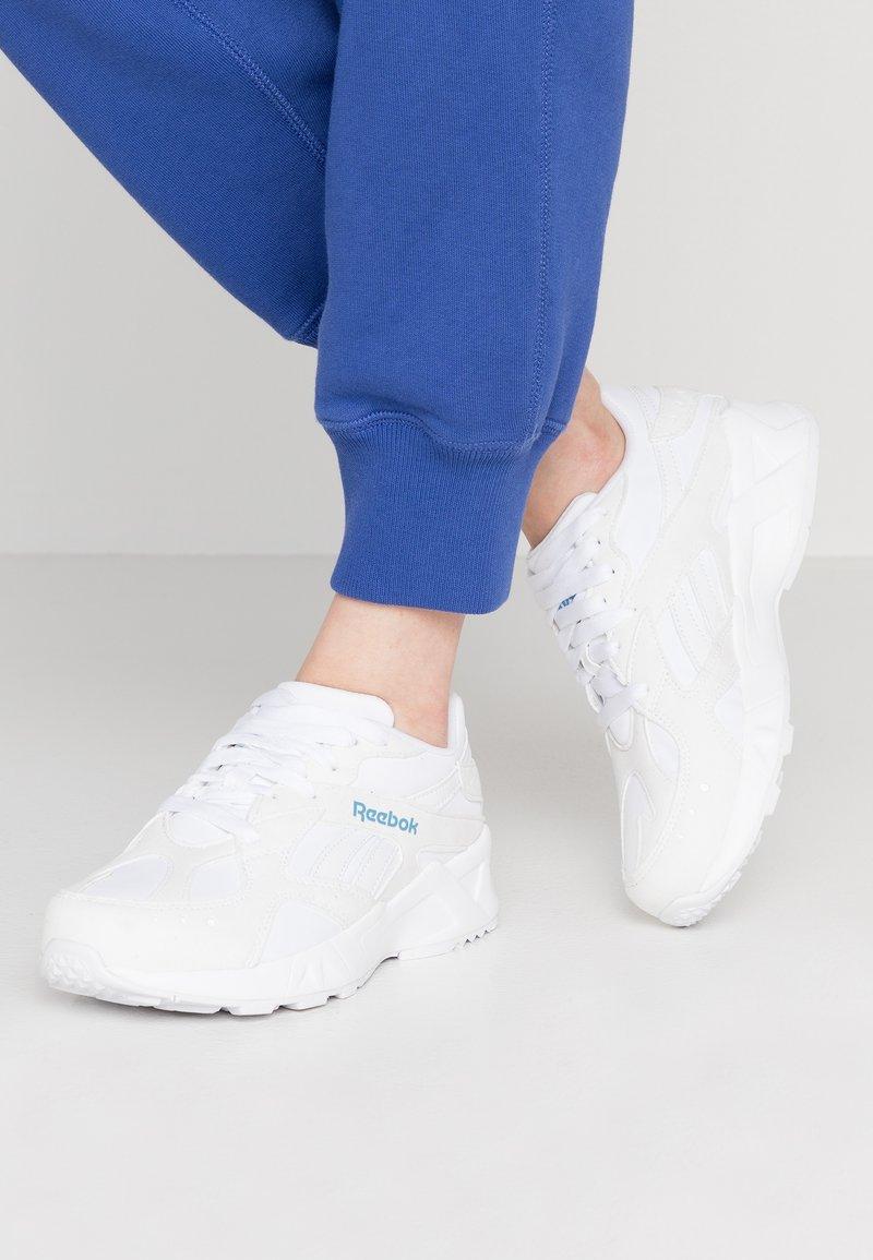 Reebok Classic - AZTREK LIGHTWEIGHT CUSHION SHOES - Trainers - white/blue