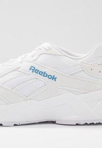 Reebok Classic - AZTREK LIGHTWEIGHT CUSHION SHOES - Tenisky - white/blue - 2