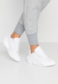 Reebok Classic - PREMIER CLASSIC LEATHER LIGHT CUSHIONING - Sneakers laag - white/silver metallic - 0