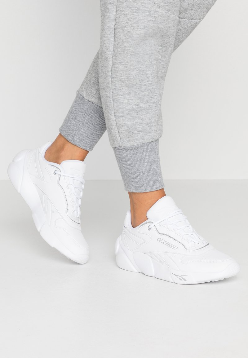 Reebok Classic - PREMIER CLASSIC LEATHER LIGHT CUSHIONING - Sneakers laag - white/silver metallic