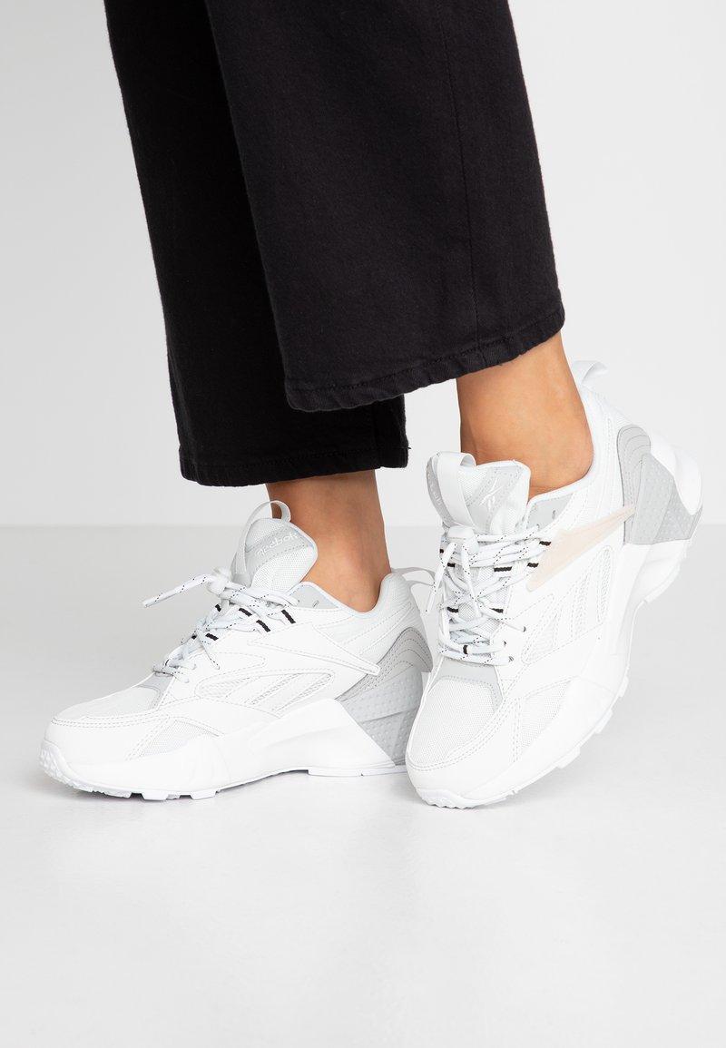 Reebok Classic - AZTREK DOUBLE LACES FOAM SOCKLINER SHOES - Sneakers laag - true grey/skull grey