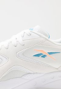 Reebok Classic - TORCH HEX LIGHT BREATHABLE SHOES - Tenisky - white/sunglow/cyan - 2
