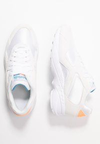 Reebok Classic - TORCH HEX LIGHT BREATHABLE SHOES - Tenisky - white/sunglow/cyan - 3