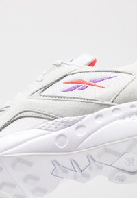 Reebok Classic - TORCH HEX LIGHT BREATHABLE SHOES - Trainers - grey/grape/neon red - 2