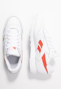 Reebok Classic - CLASSIC LEATHER CUSHIONING MIDSOLE SHOES - Trainers - white/rosette - 3