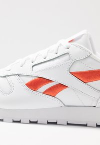Reebok Classic - CLASSIC LEATHER CUSHIONING MIDSOLE SHOES - Trainers - white/rosette - 2