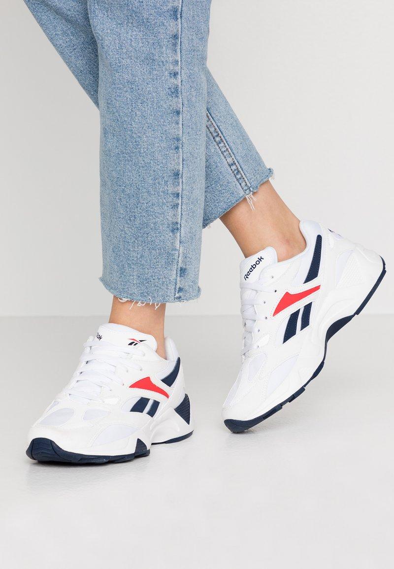 Reebok Classic - AZTREK 96  - Sneakersy niskie - white/collegiate navy/radiant red