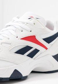 Reebok Classic - AZTREK 96  - Sneakersy niskie - white/collegiate navy/radiant red - 2