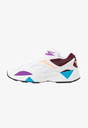 AZTREK 96 LIGHTWEIGHT CUSHION SHOES - Sneakersy niskie - white/porcelain/maroon