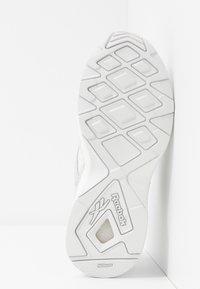 Reebok Classic - AZTREK 96 TRANSLUCENT - Sneakers basse - true grey/solar orange - 8