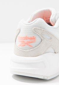 Reebok Classic - AZTREK 96 TRANSLUCENT - Sneakers basse - true grey/solar orange - 2