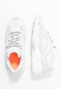 Reebok Classic - AZTREK 96 TRANSLUCENT - Sneakers basse - true grey/solar orange - 5