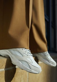 Reebok Classic - AZTREK 96 TRANSLUCENT - Sneakers basse - true grey/solar orange - 4