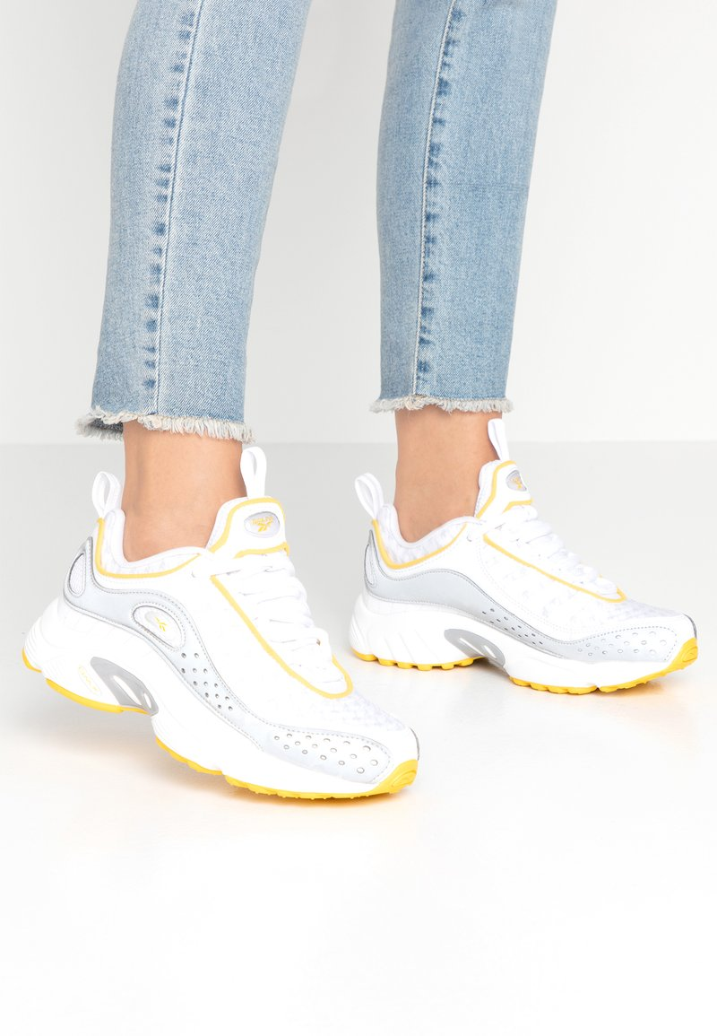 Reebok Classic - DAYTONA DMX II RETRO INSPIRED SHOES - Sneakers laag - white/colsha/toxic yellow