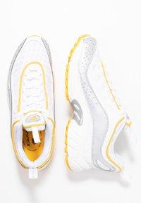 Reebok Classic - DAYTONA DMX II RETRO INSPIRED SHOES - Sneakers laag - white/colsha/toxic yellow - 3
