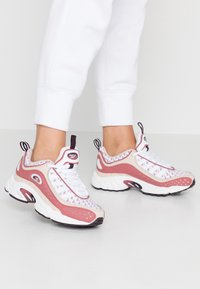 Reebok Classic - DAYTONA DMX II RETRO INSPIRED SHOES - Matalavartiset tennarit - buff/rosdus/eggpla - 0
